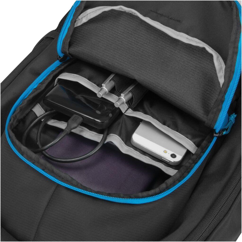 d31120_backpack-power-kit-value_black_front-pocket